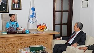Başkan Akkaya koltuğunu devretti