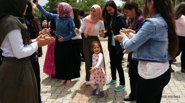 TORNACI EROL CUMBUL SAĞLIK MESLEK LİSESİNDE BAHAR BAYRAMI COŞKUYLA KUTLANDI