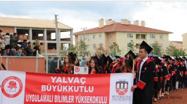 Yalvaç'ta mezuniyet sevinci