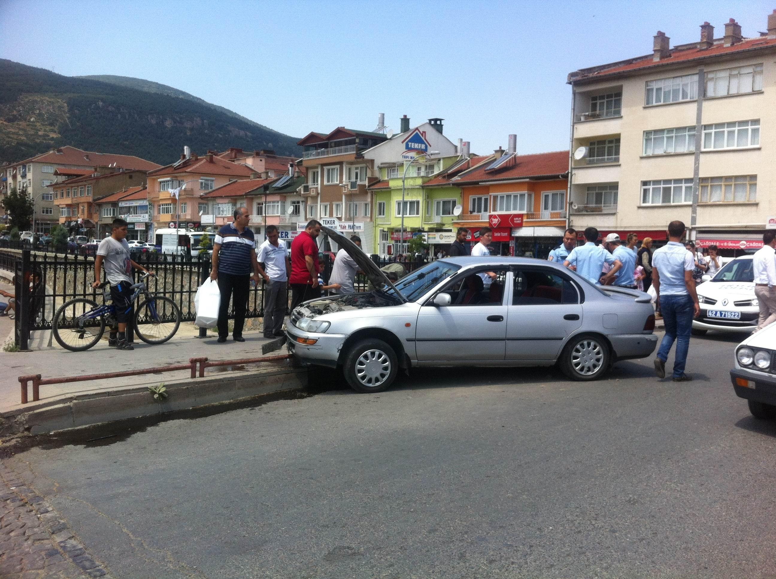 Akşehir'de trafik kazası: 2 yaralı