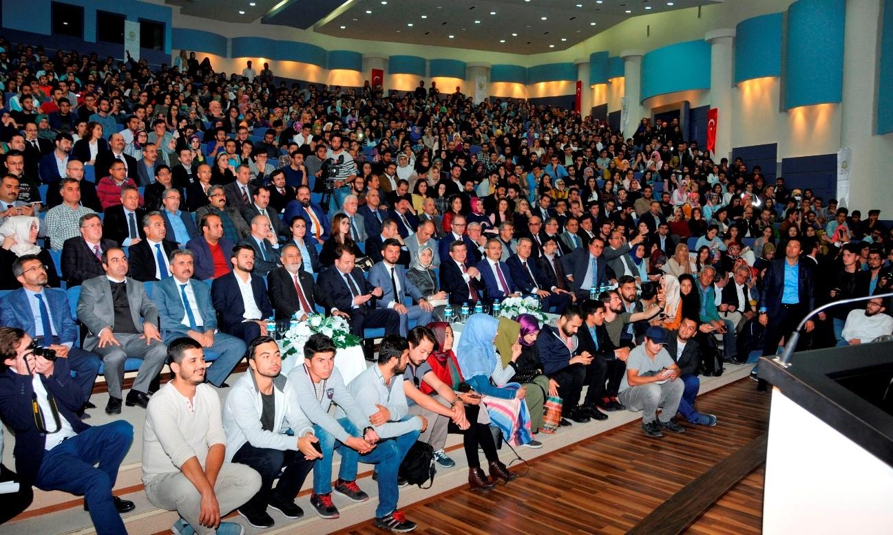 Eski Başbakan ve Konya Milletvekili Davutoğlu Selçuk Üniversitesi'nde