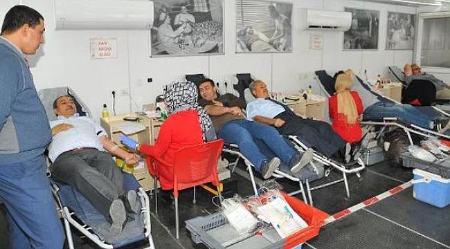 Akkaya ve belediye personeli kan bağışı yaptı