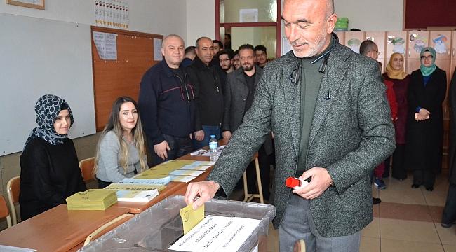 AK Parti Konya İl Başkanı Angı oyunu kullandı