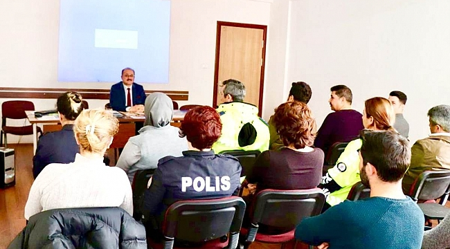KAYMAKAM TÜRK'TEN POLİSLERE HALKLA İLİŞKİLER EĞİTİMİ