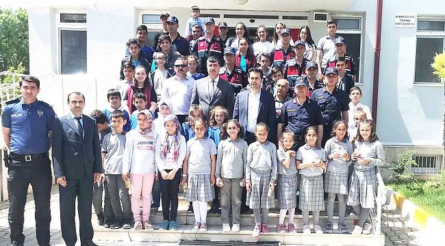 TUZLUKÇU JANDARMA 180'İNCİ YIL DÖNÜMÜNÜ ÇOCUKLARLA PAYLAŞTI