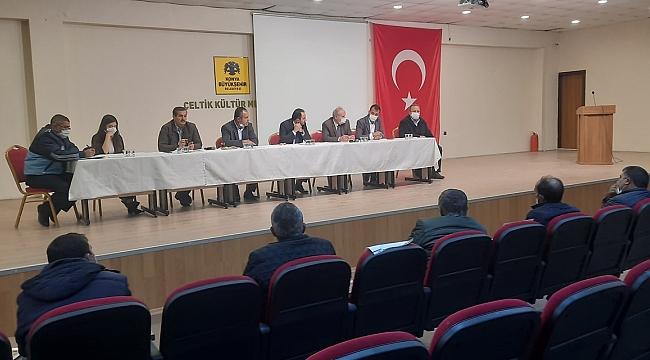 ÇELTİK'TE MUHTARLARLA İSTİŞARE TOPLANTISI
