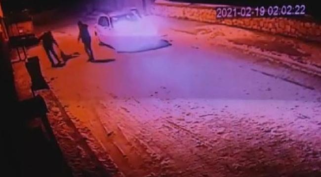 Otomobille köpeğin üstünden geçip, konteynere attılar; o anlar kamerada