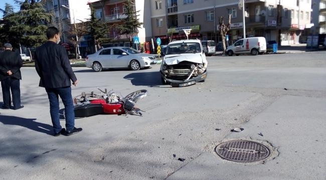OTOMOBİLLE MOTOSİKLET ÇARPIŞTI 1 YARALI