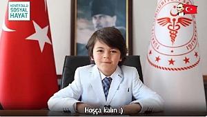 BAKAN KOCA'NIN KOLTUĞUNA OTURAN ÖĞRENCİDEN 'AŞI' ÇAĞRISI