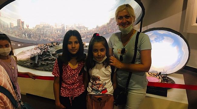 YAZLALI ÖĞRENCİLER İSTANBUL'U GEZDİ