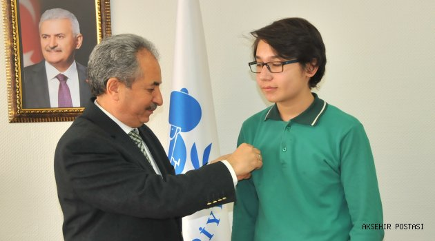 TEOG'DA FULL YAPAN ÜÇ ÖĞRENCİYE BAŞKAN AKKAYA'DAN ALTIN