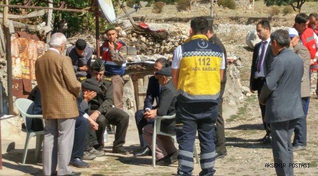 Oğlunun şehadet haberini veren albaya sarılarak gözyaşı döktü