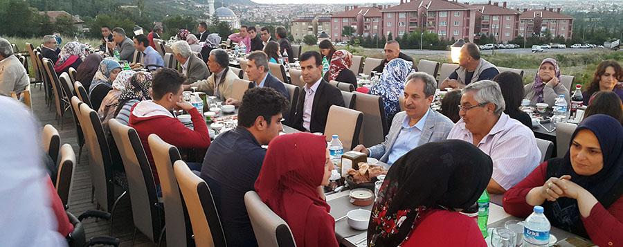 Akşehir belediyesinden şehit ve gazi ailelerin iftar yemeği