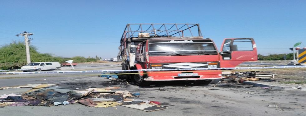 Atakent'te beyaz esya yüklü kamyon yandı