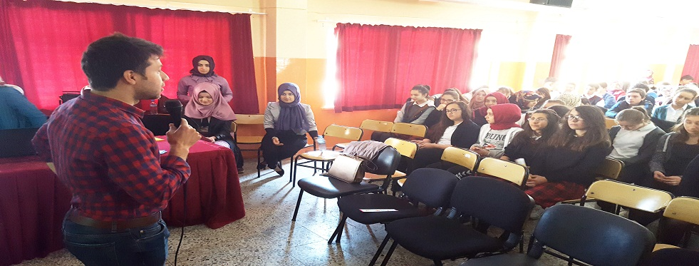 Üniversite Öğrencilerinden Anadolu Lisesi Öğrencilerine Seminer